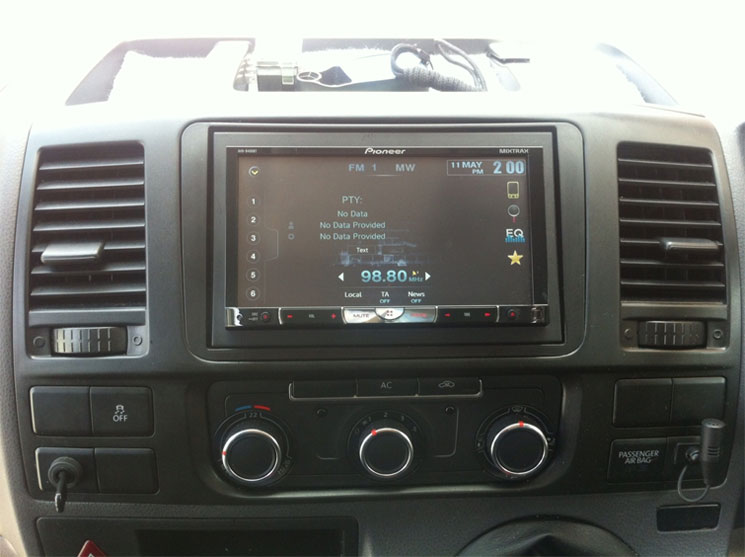 AVH-8400BT installed in VW Facelift